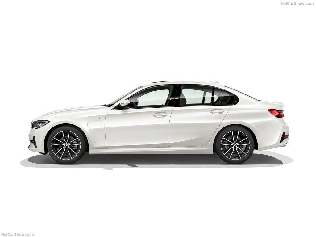 BMW-3-Series-2019-1024-37