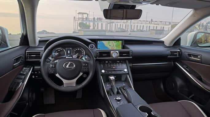 lexus-IS300h-new-Interior